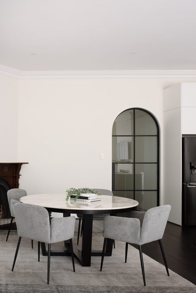 Dinning room with marble table and arched doorway